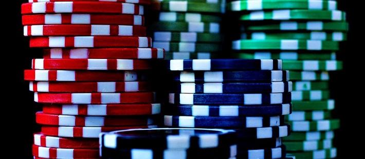 Kuinka pokeria pelataan? Voiko pokerissa voittaa rahaa?