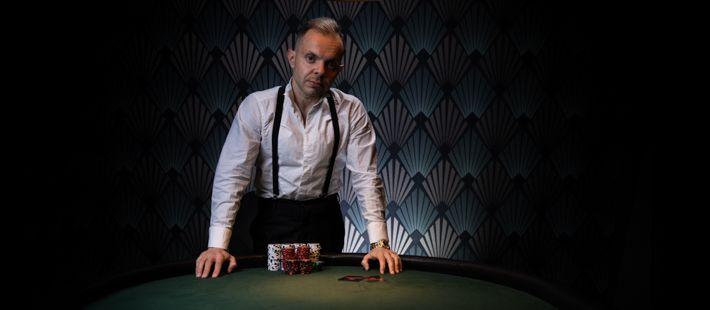 Uniikki opettaa pokeria